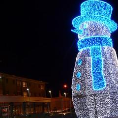 mr christmas (tz1_1zt) Tags: blue cambridge white lights snowman illuminated massive happyface bigsmile olympicvillag