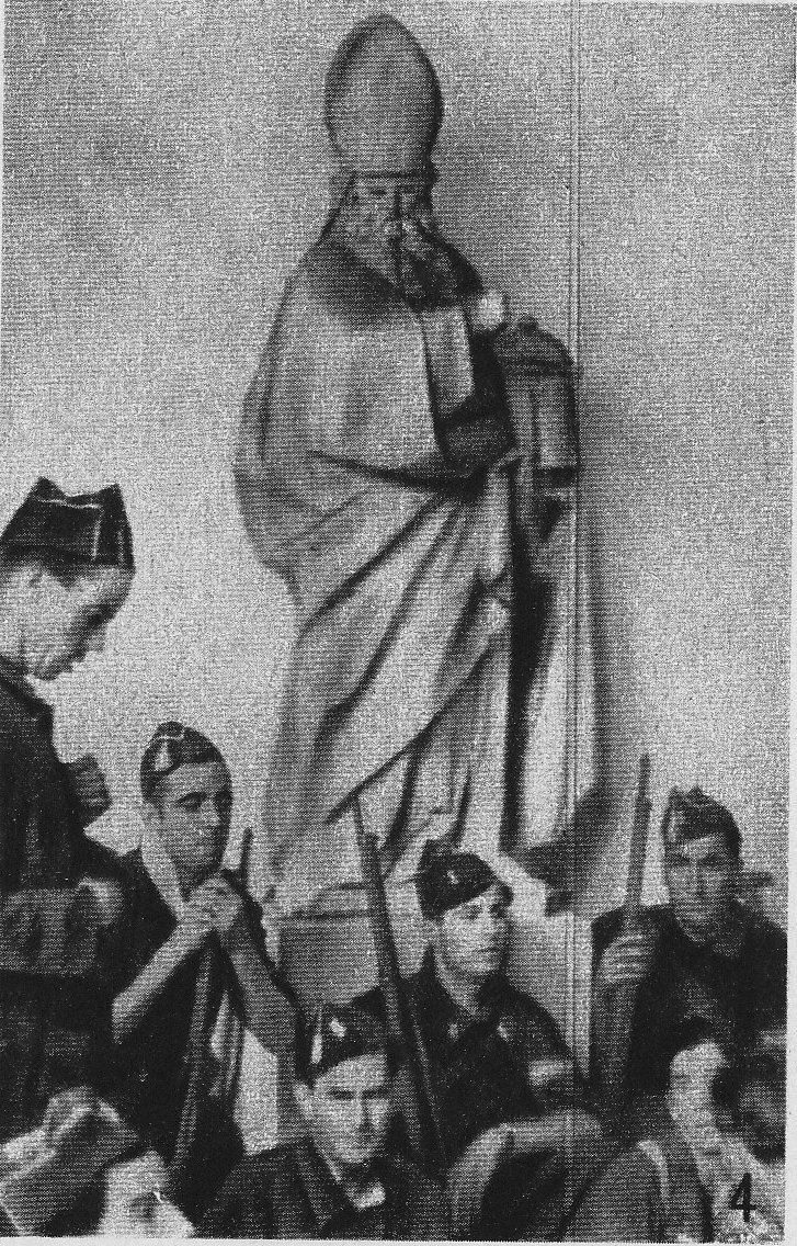Milicianos en el Museo de Santa Cruz de Toledo