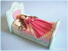 Topper Bella Addormentata / Topper Sleeping Beauty (Fantasticakes (Ccile)) Tags: birthdaycake caketopper sleepingbeauty princesscake cakedecorating belladurmiente noveltycake bedcake tortasdecoradas sugarmodelling belleauxboisdormant tortedecorate gateauxrigolos