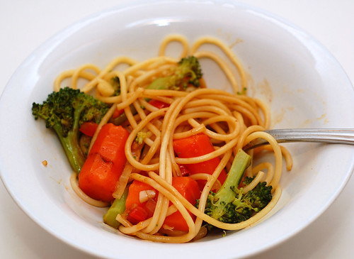 Pasta with Vegetables and Garlic Red Bell Pepper Sauce