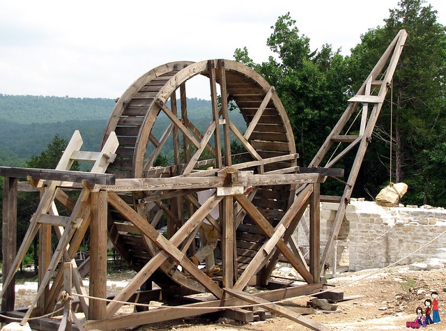 13th century man powered crane for lifting heavy rocks