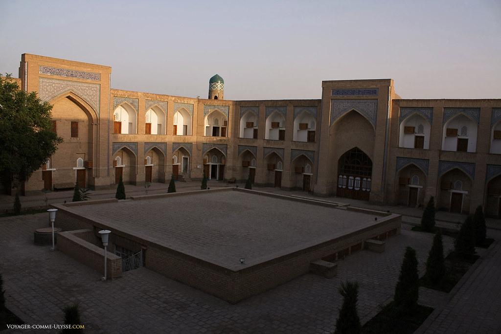 Cour intérieure de la madrasa Amin Khan