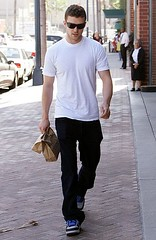 Singer JUSTIN TIMBERLAKE Leaving A Doctors Office In Beverly Hills (USA ONLY) (jaye2kaye) Tags: california ca justin musician usa white celebrity sunglasses shirt bag artist timberlake tshirt shades sneakers full hills singer beverlyhills beverly bags length celeb doctorsoffice medication 2610 photodate20071022 medicationdrugs