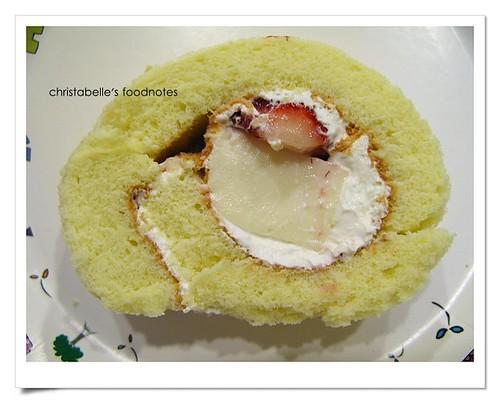 藏東西草莓奶凍捲第一刀仔細看