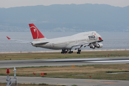 Northwest Airlines' B747-400 touching down to RJBB
