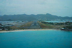 Maho Beach (HawkeyePilot (limited Flickr time)) Tags: stmaarten mahobeach dutchwestindies dsc4291