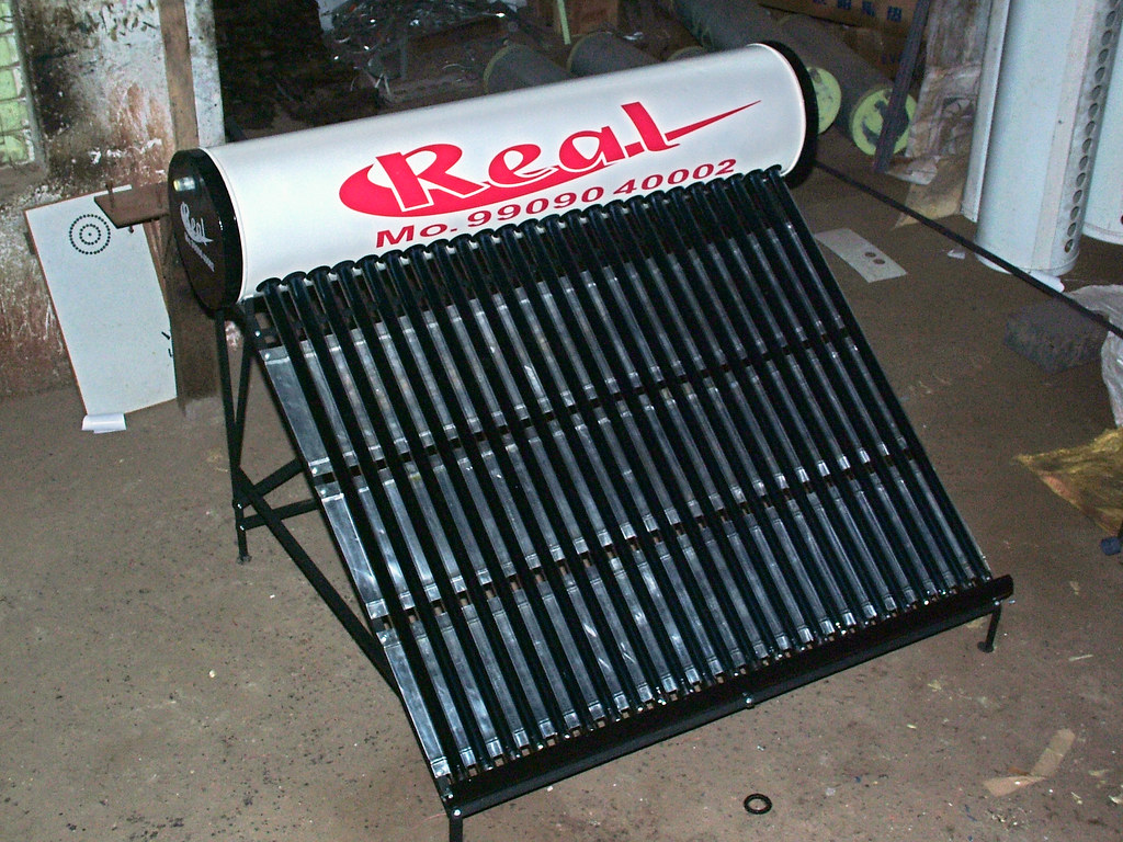 solar glass tube water heater photo- Real