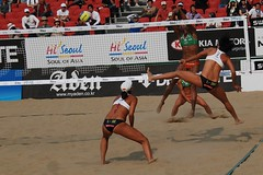 Very Hard Angle () Tags: women attack womens beachvolleyball seoul donne block mulheres juliana mujeres larissa femmes nationalteam vrouwen frauen   kobiety republicofkorea  fivb eny nationalmannschaft kvinder zhangyi landslaget  naiset   femei reprezentacija  squadranazionale vleyplaya kvinnor  equiponacional  songpagu  ene   echipanationala chenxue   swatchfivbworldtour hangangcitizenspark seoulopen bangidong  2008fivb  voleiboldepraia             lquipenationale nrodntm