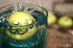 Green Apple (fresh moment 3 ) (Nouf Alkhamees) Tags: blue 3 green apple water canon fresh moment alk nono alkuwait     400d  aplusphoto   flickrestrellas noufalkhamees