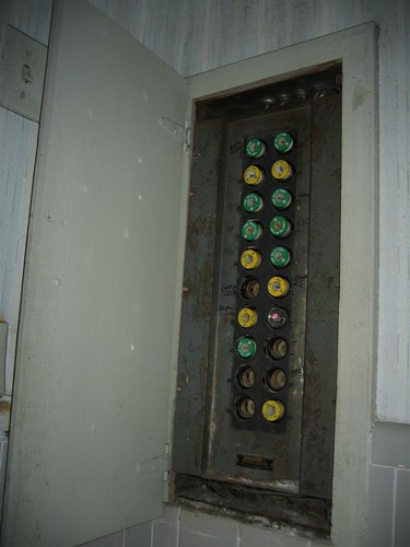 Old screw-in fuse panel