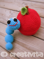 Wormy huh! (Creativita) Tags: blue red cute apple norway canon toy toys stuffed eyes soft handmade crochet norwegen craft powershot ami worm amigurumi cuties norvegia s5 leker bomull hekle virkad dicotone filatodicotone fareallunicetto