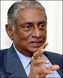 Former Foreign Minister Lakshman Kadirgamar payed tribute to Dutch contribution to Sri Lanka on 29 November  2001
