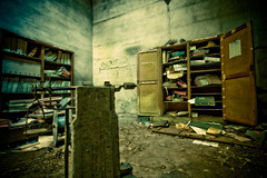 C'est la crise... les subprimes... blabla (Stphane Giner) Tags: urban france abandoned french dirt rough toulouse dust exploration crisis folders stephane ruines urbex giner salet abandonn bureaux crise dossiers poussire armoires subprimes