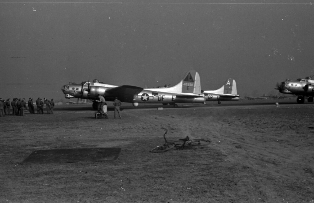 384th Bomber Group, Planes lined up for mission 69 01