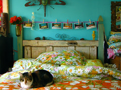 the november bed (jessica wilson {jek in the box}) Tags: vintage interesting explore makingthebed vintagelinens nov08 casadeagogo