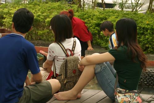 你拍攝的 湯圍溝公園:楷的表姨和爸。