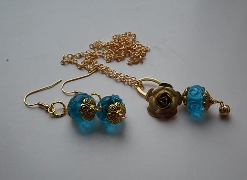 Antiikkuld ja sinine käsitsivalmistatud helmes