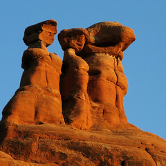 Looking for Werner - Arches National Park (anadelmann) Tags: blue sunset red sky usa strange rock canon landscape utah nationalpark ut sandstone looking f100 arches powershot moab archesnationalpark archesnp canonpowershot gmt v1000 g9 mywinners abigfave platinumphoto anawesomeshot betterthangood canonpowershotg9 absolutelystunningscapes wernerschnell anadelmann