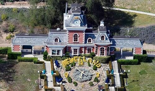Michael Jackson verkoopt Neverland aan… zichzelf!