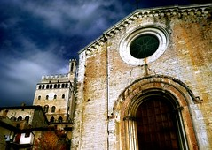 Upon the airy towers (Visualtricks) Tags: light sky italy church clouds stones noon umbria gubbio photographia explorefrontpage explore14 palazzodeiconsoli infinestyle