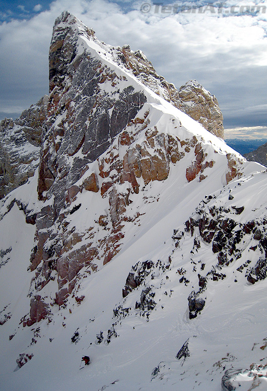Reed skis Dike Couloir
