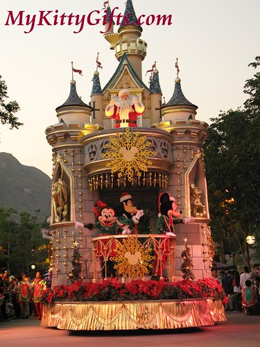 Hello Kitty'c View of Mickey & Minnie Parade Cart in 'Let it Snow' Christmas Parade, Hong Kong Disneyland