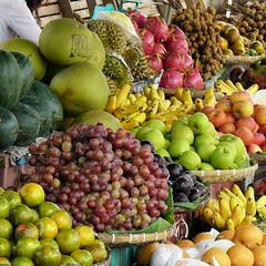 Plenty of delightful fruit in Laos (Bn) Tags: orange apple topf50 papaya ba