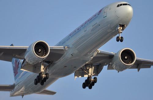 Air Canada 777-333ER C-FIVM