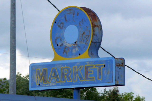 Blue Circle Market neon sign - Elizabethton, TN