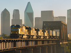 Union Pacific Trinity River Crossing; Dallas, TX (Ottergoose) Tags: trestle bridge dallas unionpacific piggyback trinityriver intermodal glintshot