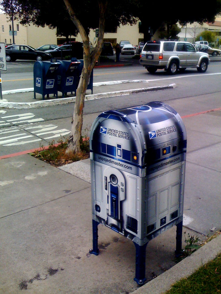 R2-D2 spotted on the rough streets of Palo Alto