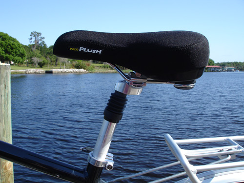 Plush saddle and suspension seatpost