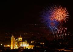 Fireworks (dnieper) Tags: españa spain fireworks león fuegosartificiales nochedesanjuan catedraldeleón canonef70200mmf28lisusm