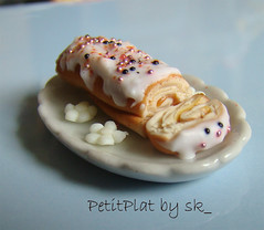 Dollhouse Miniature Food Rollcake 1:12 (PetitPlat - Stephanie Kilgast) Tags: yummy sweet handmade sugar polymerclay icing minifood sk collectible 112 dollhouse gteau dollshouse miniaturefood rollcake glaage roul oneinchscale petitplat stephaniekilgast