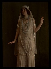 Woman in gold costume (George Eastman House) Tags: woman gold costume dress mulher dourado 1915 vestido georgeeastmanhouse joias photo:process=colorplatescreenautochromeprocess color:rgb_avg=2418d geh:accession=197801700024
