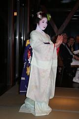 IMG_3026 (avsfan1321) Tags: blue white japan dance kyoto dancing performance makeup maiko geiko geisha tatami kimono obi gion furisode hanamachi apprenticegeisha darari danglingobi