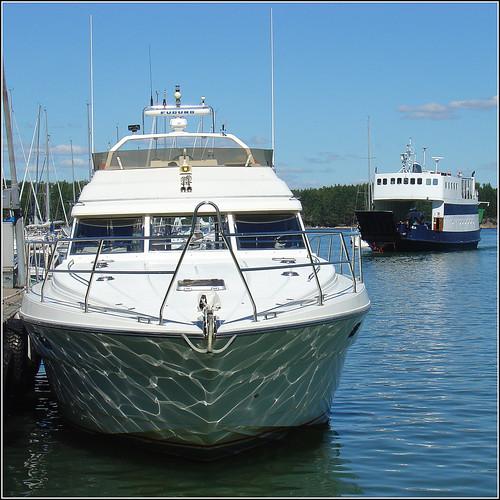 ocean blue sea white reflection water ferry suomi finland square boat waves ship yacht nagu archipelago dscv1 linta 500x500 nauvo saaristonrengastie mslinta
