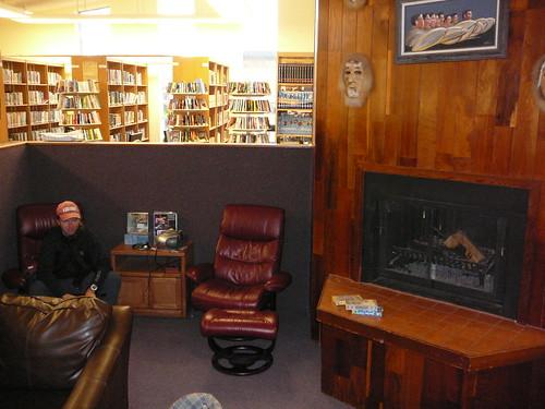 Harry trabajando en la biblioteca de Nenana