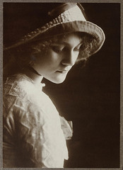 Louise Carbasse ca. 1913 / photographed by Rudolph Buchner (State Library of New South Wales collection) Tags: portrait texture hat fashion sepia lady vintage star silent australian first curls pb louise hollywood actress moviestar 1910s zigzag 1913 chapu womensday silvergelatin buchner statelibraryofnewsouthwales carbasse louiselovely rudolphbuchner louisecarbasse commons:event=commonground2009
