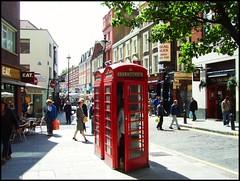 London street life (norvegia2005sara) Tags: city uk red england london britain great 2008 londra phonebox anawesomeshot norvegia2005sara