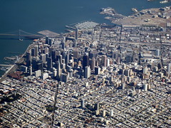 San Francisco / Downtown / Aerial /  () Tags: sf sanfrancisco above ca parque party vacation holiday window festival plane airplane fly calle inflight downtown aircraft altitude centro flight jet thecity streetphotography corso fair streetscene aerial northbeach washingtonsquare praa windowview boeing soire littleitaly p
