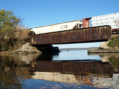 CSX Railroad Bridge over Moodna Creek, Cornwall on Hudson, New York (jag9889) Tags: railroad bridge autumn ny newyork fall creek train puente cornwall crossing state bridges rail line ponte foliage kayaking pont hudsonriver hudson orangecounty brcke freight waterway nys bbk csx subdivision murderers moodnacreek k245