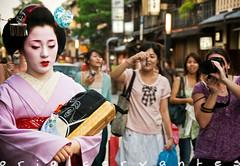 Loneliness (Let it paradOX) Tags: japan kyoto alone loneliness tourist maiko geisha nippon kimono gion soledad nihon turista japn kotoha