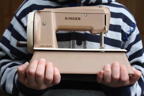 """Singer """"Sewhandy'"""