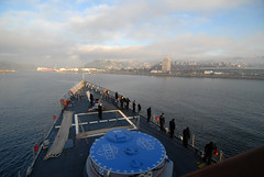 USS Boone Sailors man the rails while arriving in Puerto Montt, Chile (Official U.S. Navy Imagery) Tags: chile southamerica navy sailors sailor usnavy puertomontt guidedmissilefrigate mantherails chileannavy ussbooneffg28 southernseas2011 multinationalevents