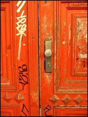 orange door (sulamith.sallmann) Tags: door orange berlin deutschland eingang 2008 tür haustür sulamithsallmann
