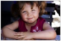 Amlie et le sorbet au bleuet... (Fotosix) Tags: portrait smile face kids children kiss dad searchthebest bambini expression daughter littlegirl attention grenade enfant sourire soe sorbet verdun childportrait facies superbmasterpiece bleuberry lentilleminolta35105mmrsf4 memorycornerportraits