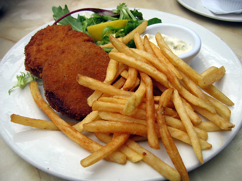 Salmon croquettes with salad, french fries and lime mayonnaise