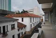 Una calle del Centro (CAUT) Tags: street cali vanishingpoint calle colombia downtown vanishing nikond60 desvanecimiento puntodedesvanecimiento
