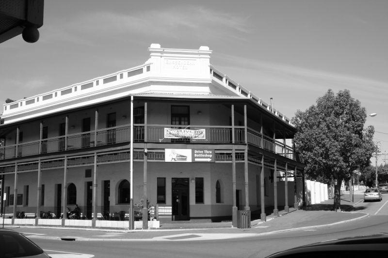 Bassendean Hotel front